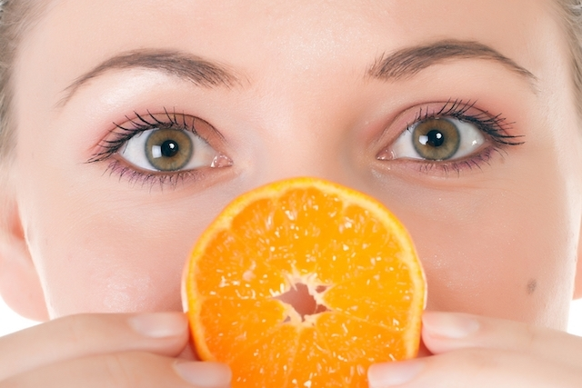 vitamina c no rosto com ação anti